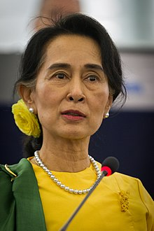 220px-Remise_du_Prix_Sakharov_à_Aung_San_Suu_Kyi_Strasbourg_22_octobre_2013-18