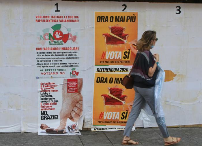 Referendum: manifesti pro e contro il taglio dei parlamentari